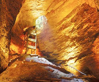Cave Tours In and Around Branson, MO, natural beuaty