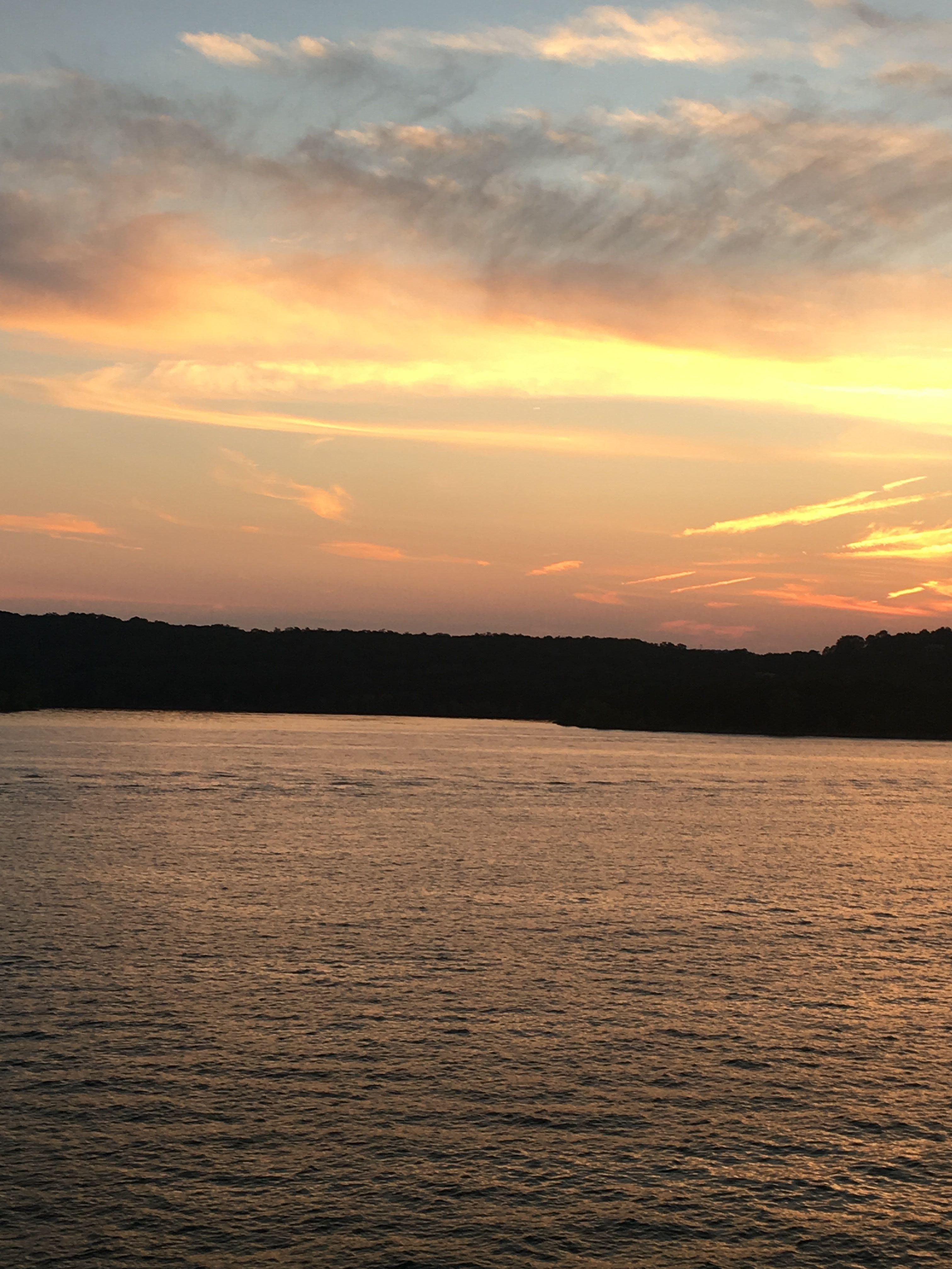 Sunset on the Showboat Branson Belle Lunch and Dinner Cruises