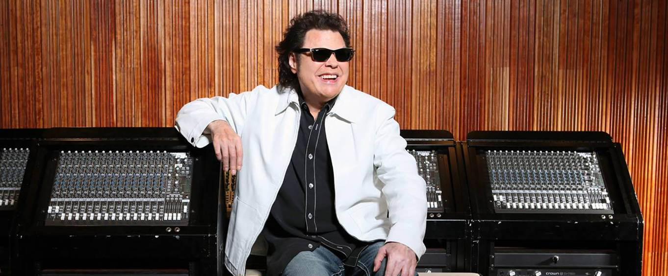 Ronnie Milsap in Front of Sound Board