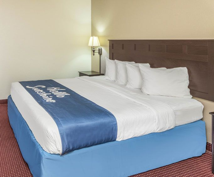 Days Inn Branson Room Photos